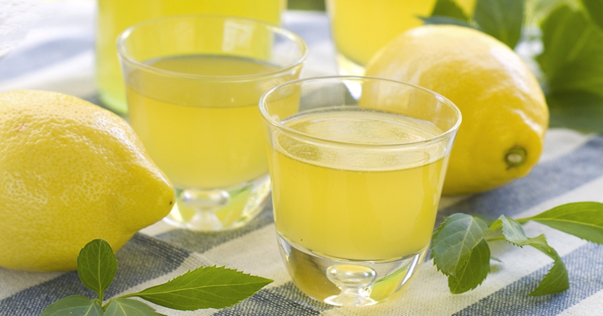 how limoncello is served